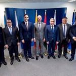 Деветимата министри на транспорта, които са против връщането на камионите и на шофьорите и дома.