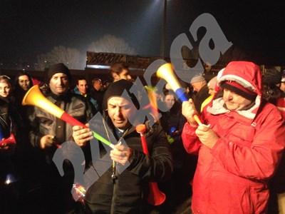 Над 5000 души от цяла Югозападна България се събират на протест срещу зелената мафия и в подкрепа на развитието на ски спорта в Банско СНИМКИ: Тони Маскръчка СНИМКА: 24 часа