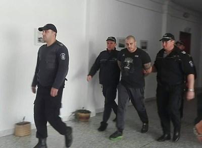 Петър Биберов-Кюфтето в съда. Снимки ЕЛЕНА ФОТЕВА