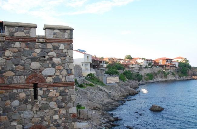 """Крепостната стена в Созопол бе открита при спасителни разкопки на територията на националния археологически резерват """"Античният град Аполония""""."""