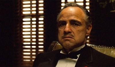 """Марлон Брандо във филма """"Кръстникът"""""""