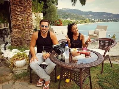 Ани Хоанг позира с гръцкия си колега.  СНИМКА: ЛИЧЕН ИНСТАГРАМ ПРОФИЛ НА АНИ ХОАНГ