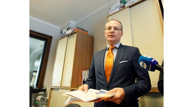 Депутати искат оставка от Лозан Панов - да реши дали ще е съдия, или политик (Обзор)