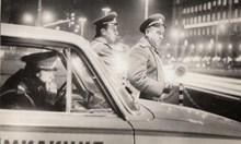 Вместо пътната полиция да помага на хората, се връща към милиционерското си минало - на корумпиран джандар