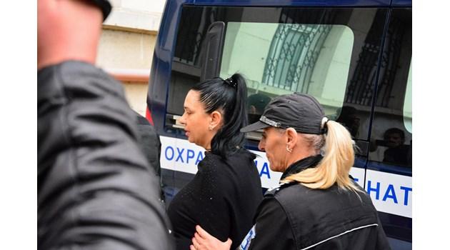 4,5 г. затвор за Мейзер, която задуши мъжа си  със свински опашки (обзор)
