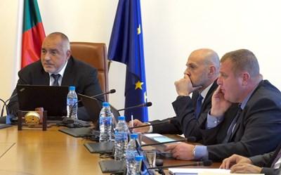 В началото на заседанието на правителството в сряда премиерът Бойко Борисов се похвали с над 2 млрд. лв. излишък. СНИМКА: Пиер Петров