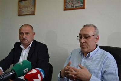 Окръжният прокурор на Кърджали Светлозар Лазаров (вдясно) и шефът на полицията Петко Деведжиев СНИМКА: АВТОРЪТ