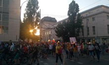 Осмият ден на протести отново премина в шествие из София (Снимки, видео)