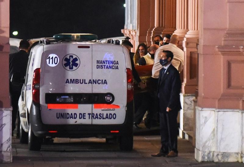 Ковчегът с тялото на Диего Марадона пристига в Президентския дворец в Буенос Айрес