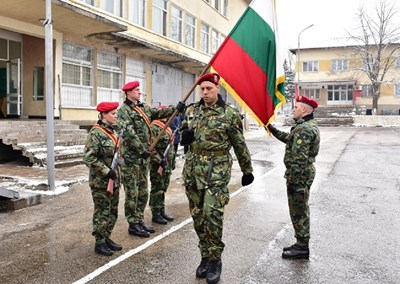 Клетва на кадрови военнослужещи от 10-и механизиран батальон във Враца тази година СНИМКА: Валери Ведов
