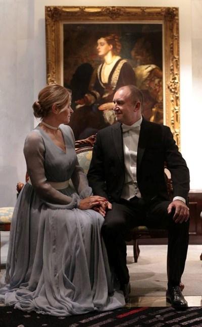 Десислава Радева хванала за ръка президента Румен Радев СНИМКА: ПРЕЗИДЕНТСТВОТО
