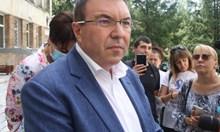 Във В. Търново битката е между министъра, който иска да е полезен, а не обичан, и Цветанов, който ще мери дали още го обичат