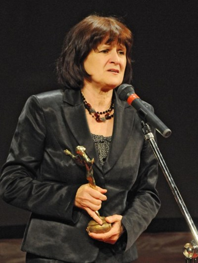 """Съпругата на Велко Кънев получава почетния """"Икар"""" за цялостно творчество."""