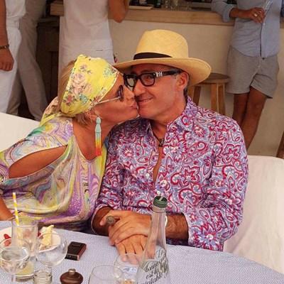 Според прокуратурата Маринела и Ветко Арабаджиеви са във Франция. На снимката двамата са в Сен Тропе. СНИМКА: Фейсбук