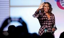Мишел Обама продаде 725 000 екземпляра от мемоарите си в първия ден от пускането им на пазара