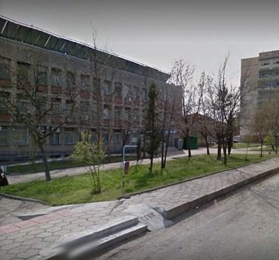 """Общинската болница в Раднево. Снимка """"Гугъл стрийт вю"""""""