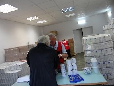 Над 41 000 нуждаещи се в страната получават пакети с храни. Снимка: МТСП