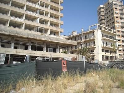 Изоставени сгради в града призрак Фамагуста. Снимка Архив