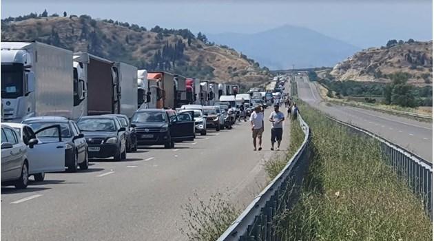 """Ад по пътя за Гърция, сърбите пак тръгнаха на Бяло море през """"Кулата"""" (Обзор + снимки)"""