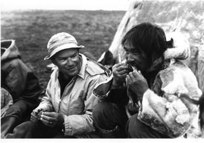 Проф. Асен Баликси сред ескимоси.
