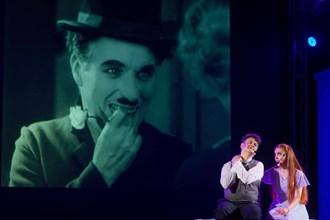 """Мюзикълът """"Чаплин"""" разплака претъпкания Летен театър във Варна (Снимки)"""