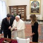 Папа Франциск прие днес във Ватикана премиера на Испания Педро Санчес, но никой от двамата не носеше маска по време на публичната част от срещата им СНИМКИ: Ройтерс