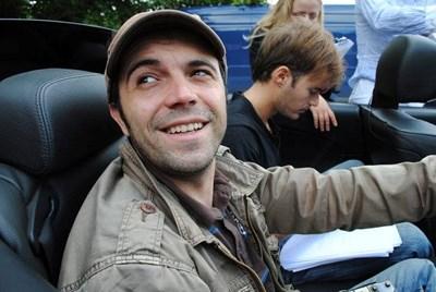Григор Кумитски с режисьора Ники Илиев (на заден план)