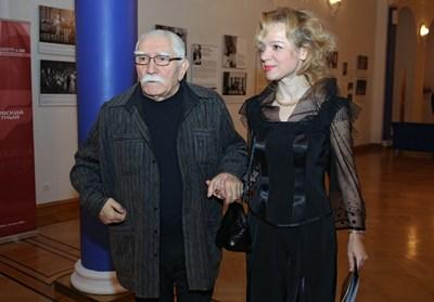 Легендарният актьор Армен Джигарханян със съпругата си Виталина Цимбалюк-Романовская по времето, когато отношенията им бяха нормални.
