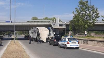 Камион се вряза в моста до Университета по храните в Пловдив