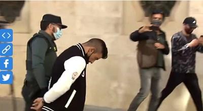 Кадър от задържането на българите Видео: ABC.es