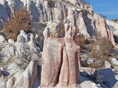 Каменните младоженци начело на сватбената процесия край Кърджали СНИМКИ: АВТОРЪТ