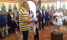 """Борисов кръсти внуците си в храма """"Света Петка"""" (Снимки)"""