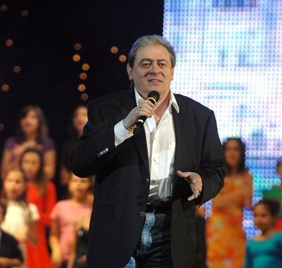 Белчев пее на свой концерт.  СНИМКА: АРХИВ