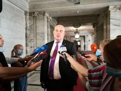Главният прокурор Иван Гешев говори пред медиите преди да започне изслушването му в правната комисия. СНИМКИ: ВЕЛИСЛАВ НИКОЛОВ