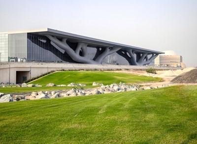 Конгресният център в Доха Снимки dezeen.com и wikipedia