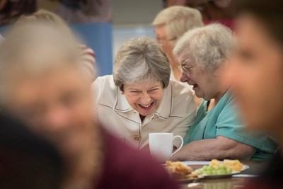 Докато бе премиер на Великобритания, Тереза Мей назначи министър на самотата. СНИМКА: РОЙТЕРС