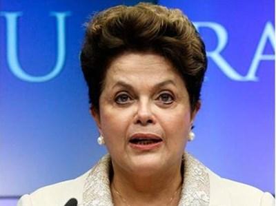 Дилма говори в Брюксел на съвместна пресконференция с председателя на Европейския съвет Херман ван Ромпуй. СНИМКА: РОЙТЕРС