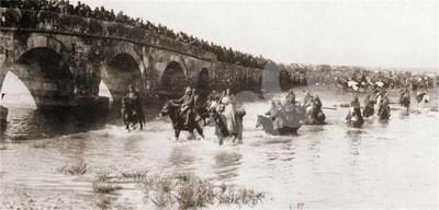 Турската армия панически отстъпва към Чаталджа.