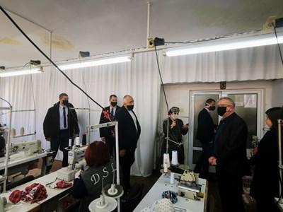 Борисов посети фабрика за маски в Хасково СНИМКИ: Правителствената пресслужба