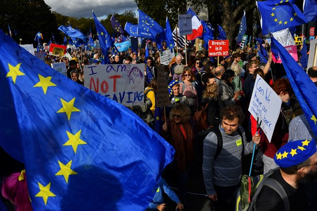 Над един милион протестирали днес в Лондон срещу Брекзит (Снимки)