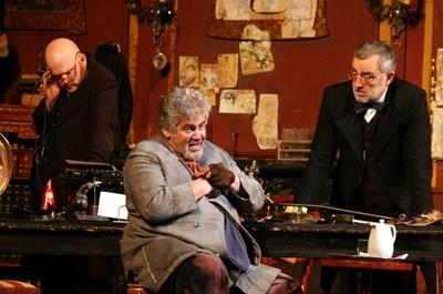 """Стефан Данаилов като татко Дулитъл в постановката """"Пигмалион"""", играна над 200 пъти в Народния театър."""