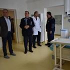 Кметът на Асеновград д-р Христо Грудев разгледа новото отделение за вируса в местната болница