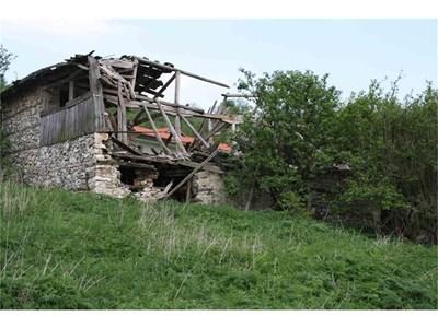 Последните останки от някогашните конаци в селото. СНИМКИ: АВТОРЪТ И АРХИВ