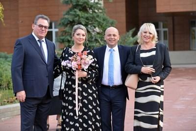 Младоженците с кумовете си    СНИМКА: ЙОРДАН СИМЕОНОВ