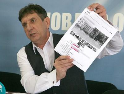 Мараджиев показа оферти на агенции за недвижими имоти за това, колко струват апартаментите в Слънчев бряг.