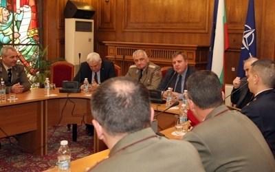 Андрей Боцев и Красимир Каракачанов Снимка: Министерство на отбраната