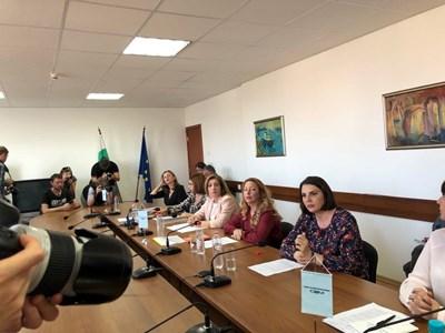 Членовете на Съвета за електронни медии гласуваха преди минути дали предсрочно да прекратят мандата на Светослав Костов.