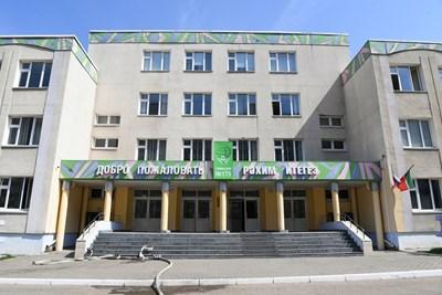 Гимназия в Казан, в която деветима бяха убити при стрелба СНИМКА: РОЙТЕРС