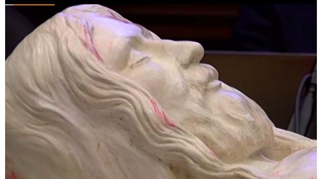 Учени след прецизен 3D-модел на Торинската плащаница: Исус е бил човек с необикновена красота. Имал е 370 рани по тялото
