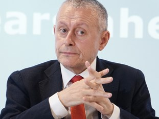 Соломон Паси е основател и президент на Атлантическия клуб в България. Министър на външните работи, подписал договорите за присъединяване на страната към НАТО и ЕС. Председател на парламентарните комисии по външна политика и отбрана. Депутат (1990-1991; 2001-2009), съавтор на първата демократична Конституция на Република България.